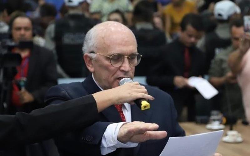 Ex-prefeito de Patos, Ivanes Lacerda morre de Covid-19